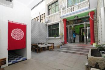 Dengfeng Shaolin Int`l Youth Hostel : hostel exterior