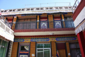 Lhasa Golden Nambhu Int`l Youth Hostel : hostel exterior