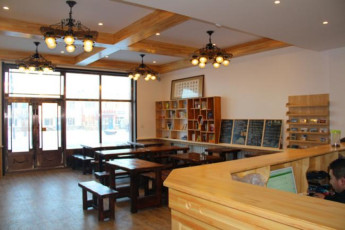 53.5 Degrees International Youth Hostel of Arctic Village : hostel interior