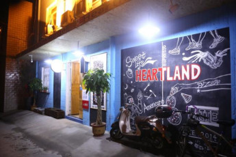 Luoyang Heartland Youth Hostel : hostel exterior