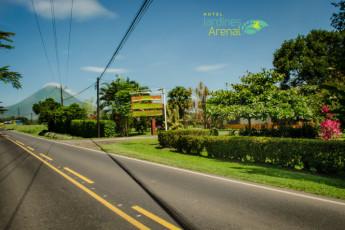 La Fortuna - Jardines Arenal : Entrada principal a nuestro hotel