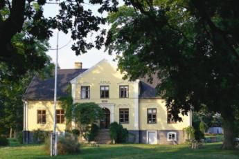 Köpingsvik/Solberga gård : hostel exterior
