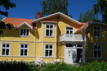 Trollhättan/Gula Villan : hostel exterior