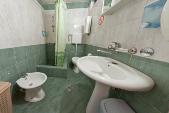Belgrade - HOSTELCENTAR : Hostel, 062062, Belgrade, Serbia, 33_bathroom_1