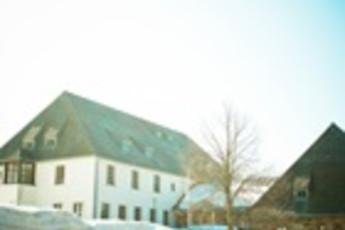 Waldhäuser : hostel exterior