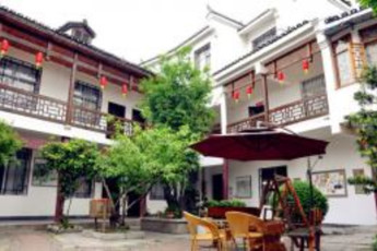 Zhangjiajie Base International YH : hostel exterior