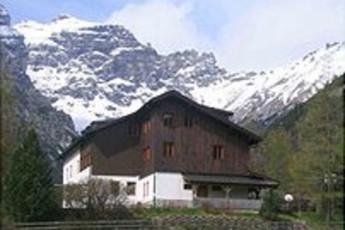 Jugend- und Seminarhaus Obernberg : hostel exterior