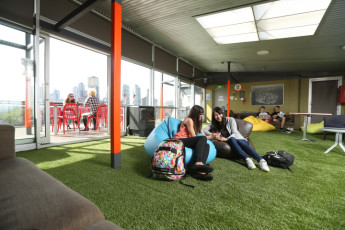 Melbourne - Metro YHA : Indoor Rooftop Social Space