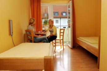 Augsburg : Augsburg hostel in Germany bedroom window