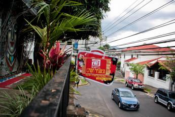 San José - Hostel Casa Yoses : Los huéspedes fuera del hostal Casa Yoses en Costa Rica