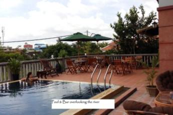 HI Siem Reap Deluxe : Poolside