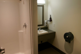 HI - Calgary City Centre : Private bathroom