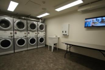 HI - Calgary City Centre : Laundry room