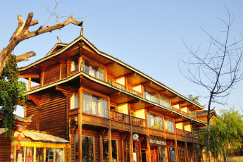 Husi Tea House International Youth Hostel :