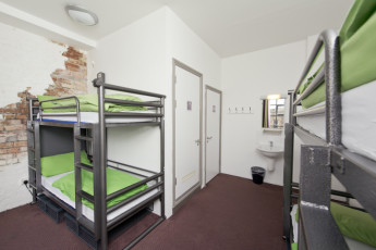 YHA Bristol : 018011 - Bristol Hostel - dorm room with ensuite image