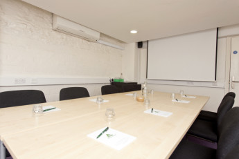 YHA Bristol : 018011 - Bristol Hostel - meeting room