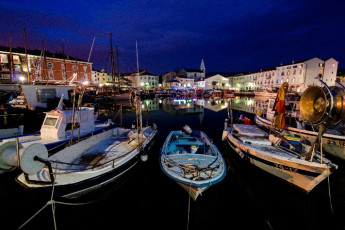 Youth Hostel Alieti : 092579-Youth Hostel Alieti - Izola - Slovenia - boats at night image