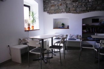 Youth Hostel Alieti : 092579-Youth Hostel Alieti - Izola - Slovenia - empty dining room image