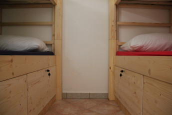 Youth Hostel Bovec : 092580 - Bocev Hostel, lower bunk image