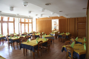 Youth Hostel Debeli Rtič : 092609 – Hostel Develi Rtic – dining room image
