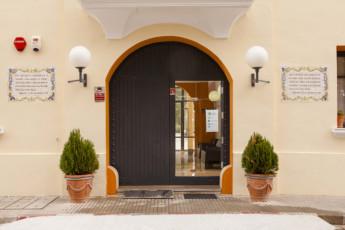 Torre de Alborache : Torre de Alborache hostel - external entrance image