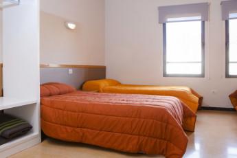 Torre de Alborache : Torre de Alborache hostel - triple room image
