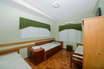 HI Hostel Iguassu Evelina : X540704 - HI Hostel Iguassu Evelina hostel - 3 beds in a room image