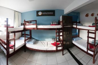 Balneário Camboriú – Rezende Hostel :