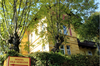 Youth Hostel Vila Veselova : Hostel Vila Veselova, X60433, external view with sign image