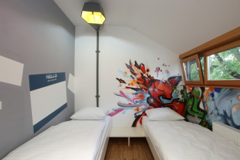 Youth Hostel Celje : 092564, Youth Hostel Celje, twin room with graffiti image