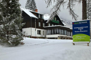 Youth Hostel Pod Voglom : 092542, Hostel pod Voglom, external in the snow Image