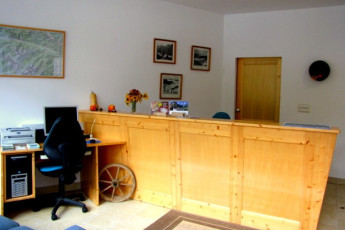 Youth Hostel Barovc : X403446, Hostel Barovc, reception image