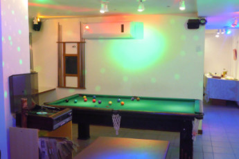 Tupiniquim Hostel : Pool Table and Bar day and night, karaoke and games, games, games