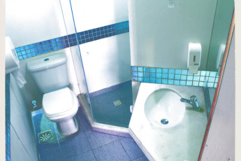 Tupiniquim Hostel : All our 3-people dorms have their own private bathroom