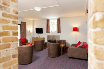 YHA Medway : 018065 - Medway hostel lounge image