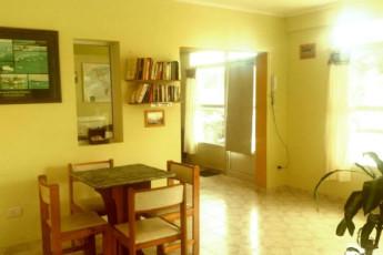 Hi Patagonia Suites : HI Patagonia Suites, hostel dining room