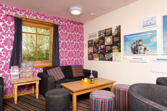 YHA London Lee Valley : 018190 - Lee Valley hostel, seating area image