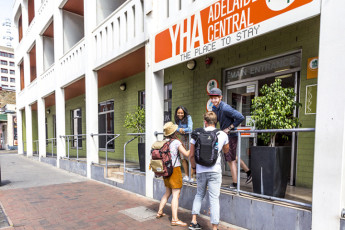 Adelaide Central YHA : Front of buidling