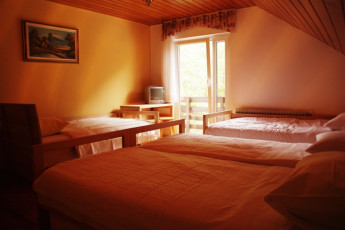 Youth Hostel Ljubno ob Savinji : 092535, Youth Hostel Ljubno Ob Savinji, four person room with balcony image