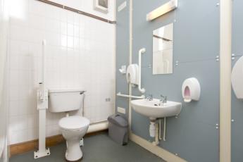 YHA Medway : 018065 - Medway hostel bathroom image