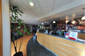 YHA Oxford : YHA Oxford hostel bar y zona de estar