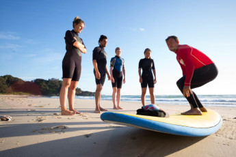 Port Macquarie YHA - Ozzie Pozzie Backpackers : Surfing