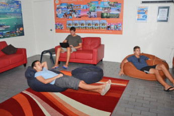 Airlie Beach YHA : Communal Lounge Room