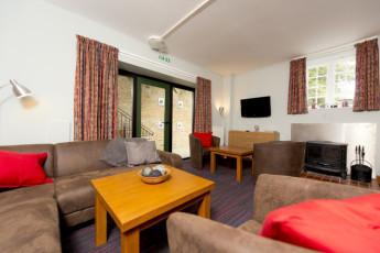 YHA Medway : 018065 - Medway hostel lounge image 2