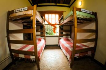 Ilha Bela - Hostel Central Ilhabela : Quarto compartilhado 4 camas
