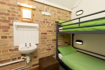 YHA Medway : 018065 - Medway hostel ensuite dorm room image
