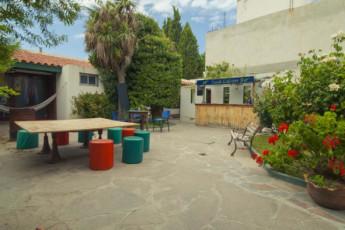 Hi Patagonia Hostel : HI Patagonia hostel, hostel garden