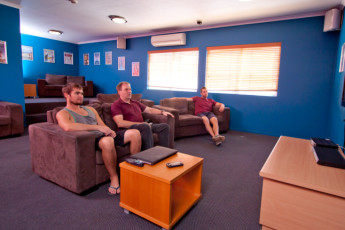 Cairns - Cairns Central YHA : Communal Lounge