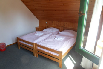 Youth Hostel Koca Suha : Hostel Koča Suha in Bohinj.