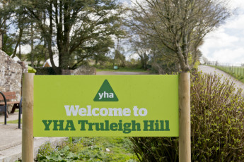YHA Truleigh Hill : 018241 - Truleigh Hill hostel, welcome sign image